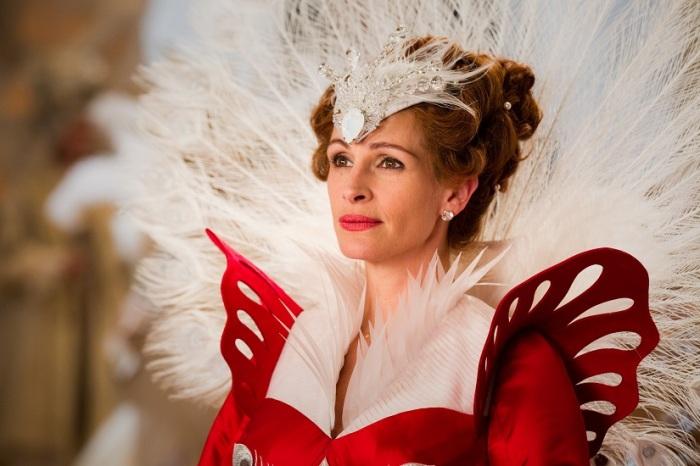 julia-roberts-queen-mirror-mirror1
