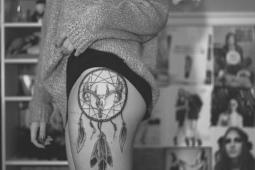tatuagem apanhador de sonhos quadril