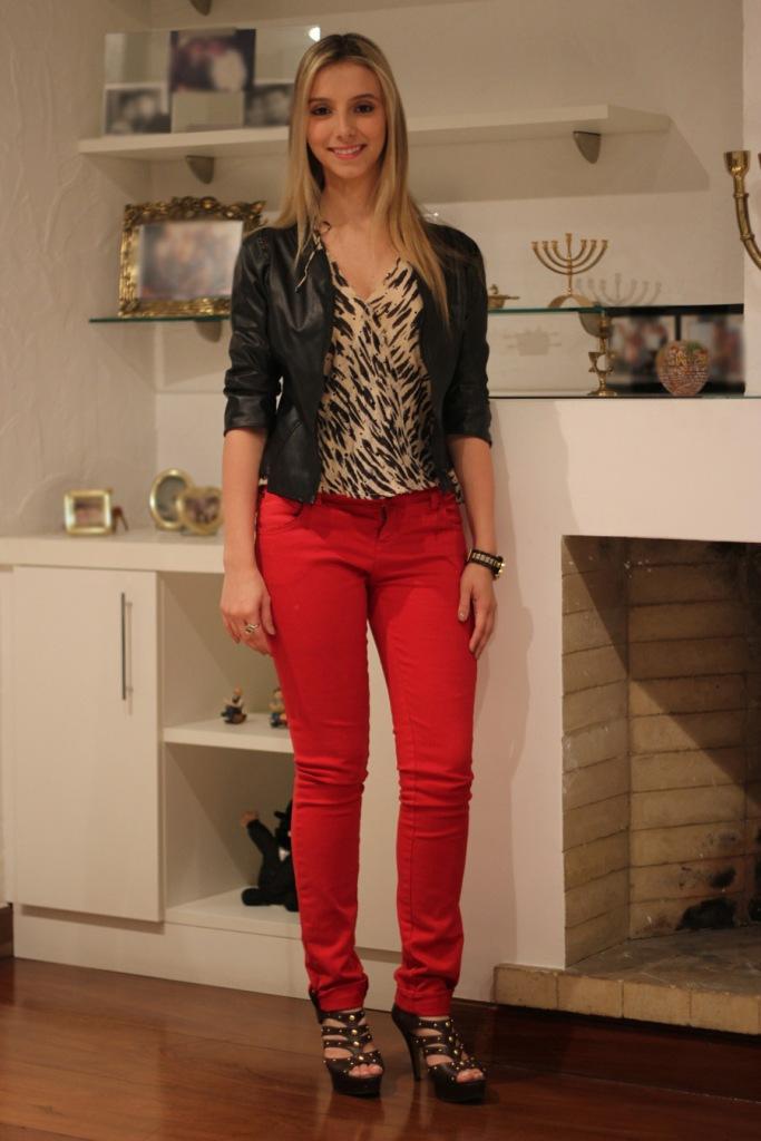 look-da-onca-red-pants-blusa-estampa-tigresa-calca-vermelha-deborah-zandonna-blog-moda-bh-onca-de-tule