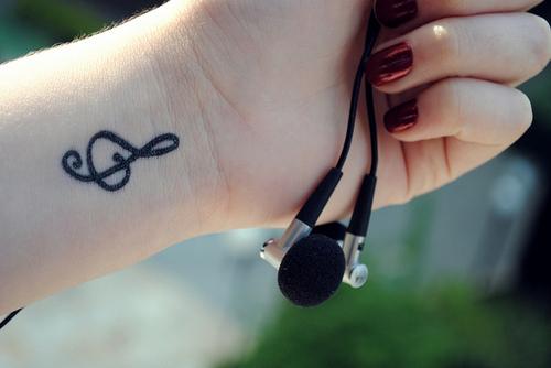 tatuagem-delicada-tattoo-pulso-nota-musical