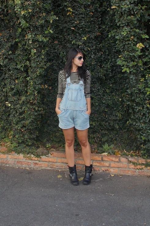 look-sistematicas-gabi-teixeira-jardineira-blusa-listrada-bota-arezzo