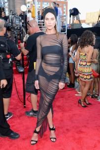 Nem Lady Gaga foi tão esquisita quanto Erin Wasson. CREDO. Sem mais.