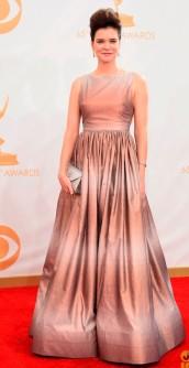 Na dúvida sobre o que achei do vestido de Betsy Brandt. Ele tem um efeito legal e impactante, mas não amei. O topete mega alto me incomoda também.