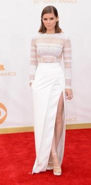 Kate Mara me surpreendeu com tanta transparências e recortes desse J Mendel. Achei bonita, sexy, elegante.