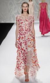 Monique Lhuillier: Me surpreendeu em todo o desfile. Vi várias famosas dentro desse vestido.