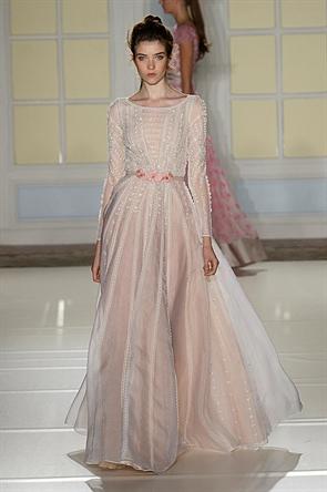 E quer coisa mais delicada, feminina e romântica do que esse vestido da Temperley London? Amei demais.