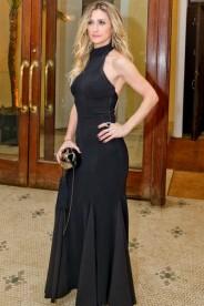 Já Amora Mautner ficou no básico. Não me impressionou em nada, apesar do vestido valorizar as curvas da moça.