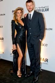 AMO esse casal ♥ Fernanda Lima é nossa Angelina Jolie, né?! E foi de Balmain com fenda e brilho. Poderosa!