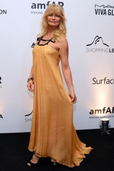 Goldie Hawn foi a anfitriã da noite e, apesar do look adequado, achei o vestido sem gracinha...