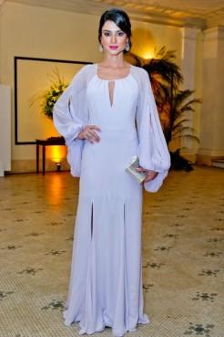 E Thaila Ayala com meu look preferido da noite. Fiz questão de colocar as costas do vestido em destaque no início do post para vocês verem o quanto esse Cris Barros é lindo!