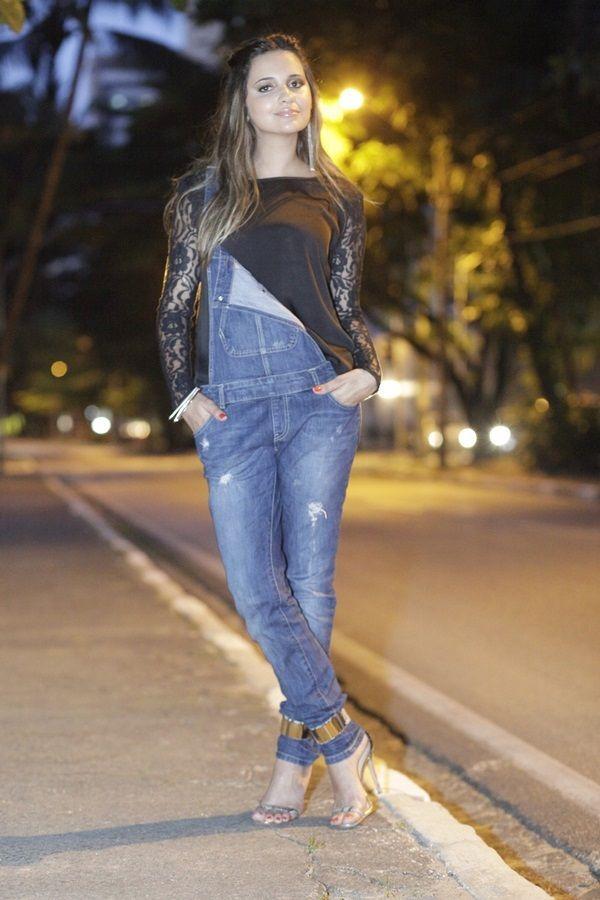 look-renda-e-jeans-jardineira