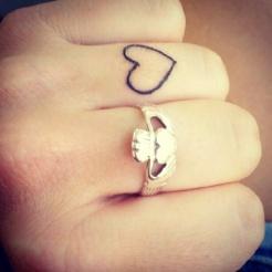 tatuagem-coração-tattoo-heart-dedo