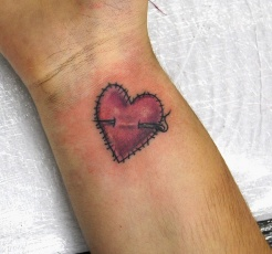 tatuagem-coração-tattoo-heart-pulso-agulha