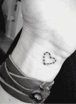 tatuagem-coração-tattoo-heart-pulso-pontilhada