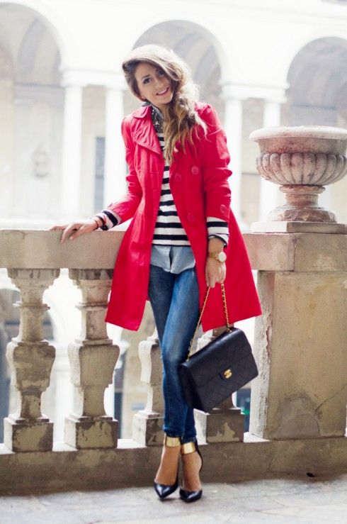 trench-coat-vermelho-red-look-listras-jeans