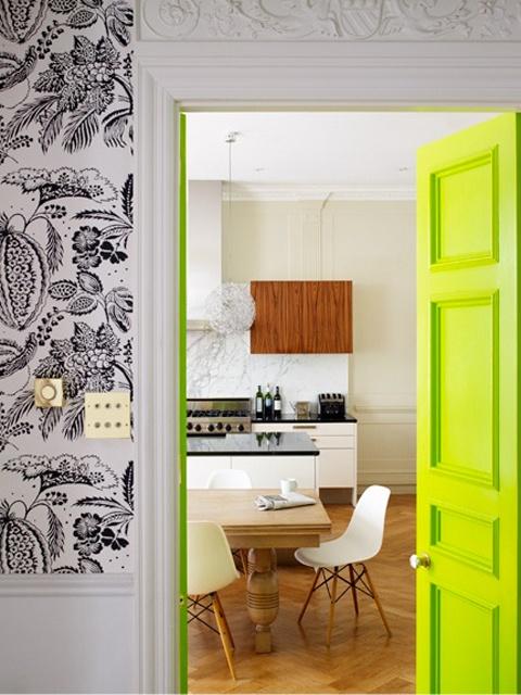 decoração-porta-colorida-amarelo-neon