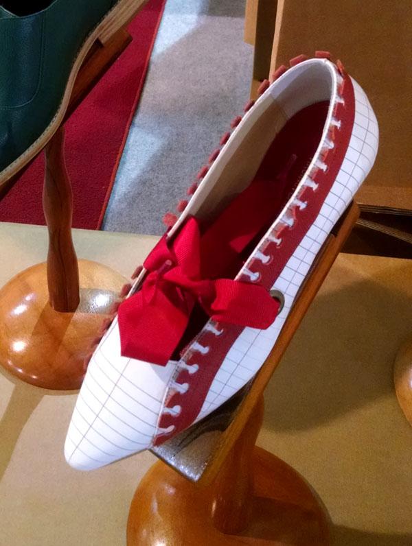 sapatos-virginia-barros-papel-passado-futuro-inverno-2015-4