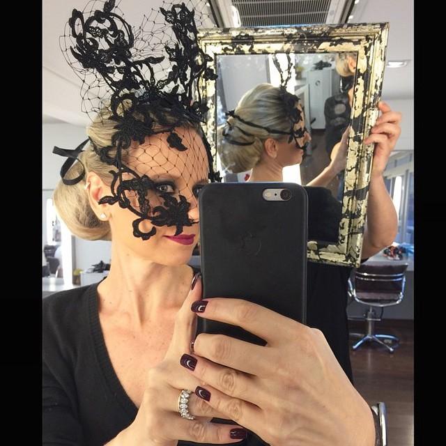 Paula Martins e sua máscara poderosa