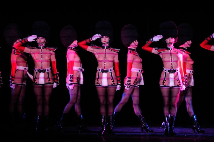 As dançarinas do cabaré francês Crazy Horse