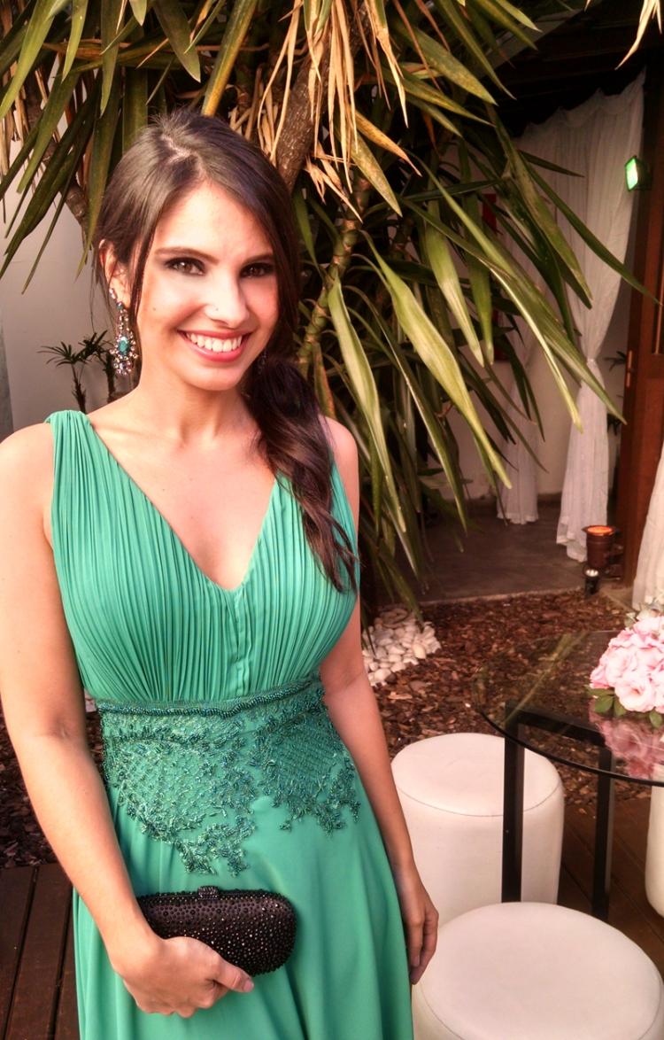 look-madrinha-de-casamento-vestido-longo-verde-clutch-donna-brasil-1