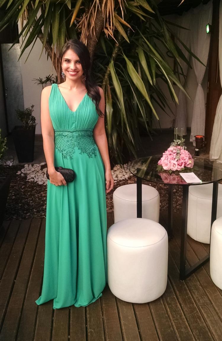 look-madrinha-de-casamento-vestido-longo-verde-clutch-donna-brasil