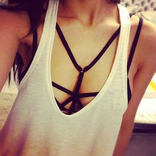look-strappy-bra-1
